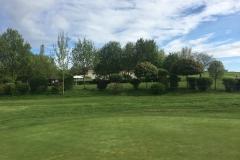 Clubhaus im Hintergrund - GC Weilrod